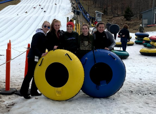 Posing for a quick picture, seniors Meaghan Meador, Nicole Piercy, Jill Bennett, Isabella Jontz, and Anna Lee spend the day tubing.